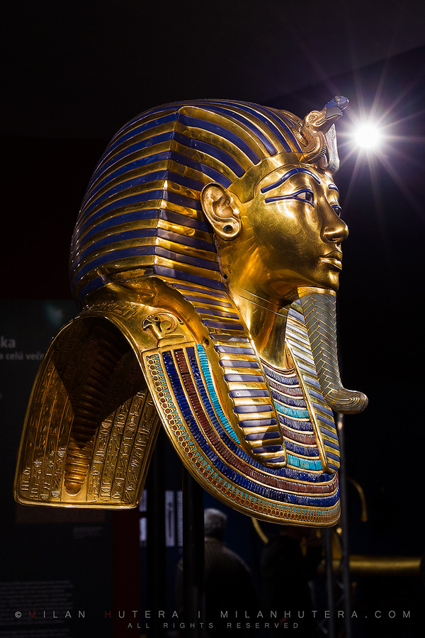 Tutankhamun's mask and sunstar
