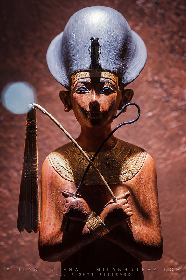 Tutankhamun with blue crown