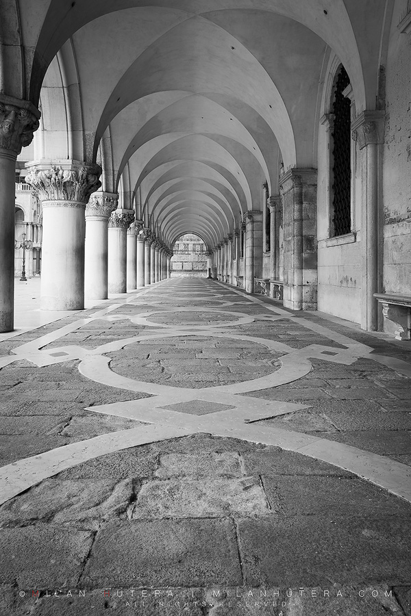 The arcade of Doge's palace is usually full of people during the day, waiting to get inside. It is peaceful and empty during the early mornings.