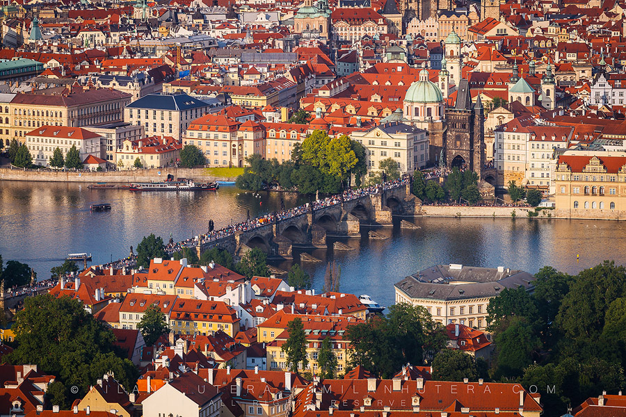 prague-praha-charles-bridge-petriny-tower